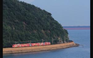 カープ電車 海辺